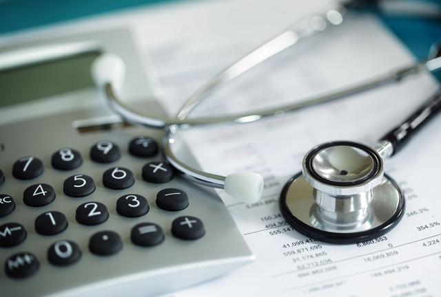 Le prélèvement à la source est aussi déduit des indemnités versées par l'Assurance maladie