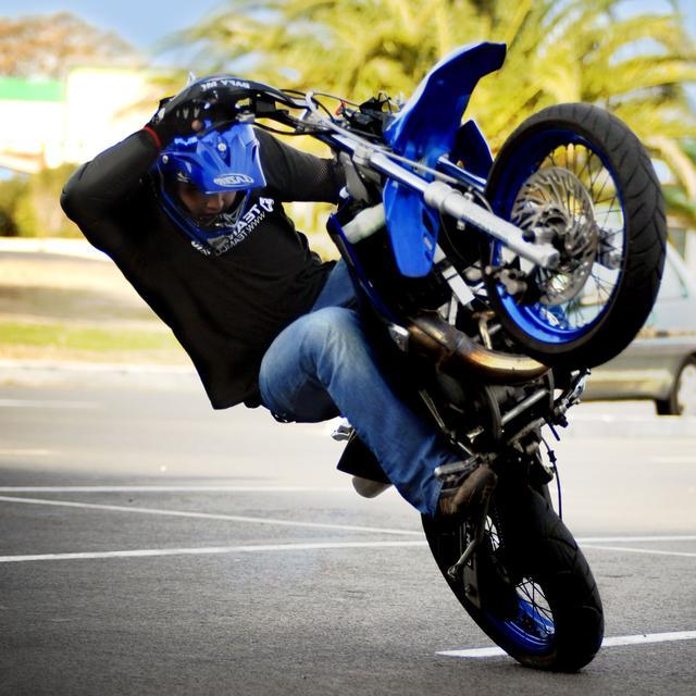 Jusqu'à 5 ans de prison et 75 000 € d'amende pour ceux qui s'adonnent à des rodéos sauvages en scooter ou à moto