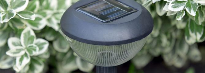 Choisir sa lampe solaire d'extérieur