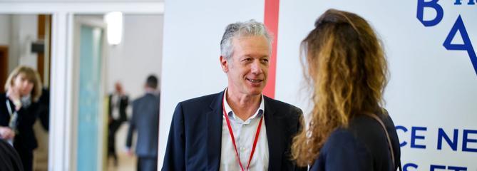 Hugues Le Bret: «un monde sans banque ni argent liquide»