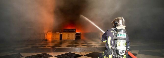 Comment les pompiers ont sauvé Notre-Dame