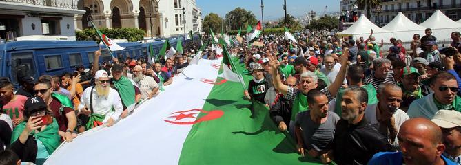 Algérie: la présidentielle reportée