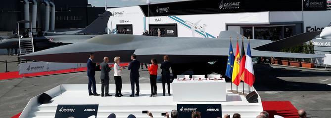 Macron lève le voile sur l'avion de combat du futur