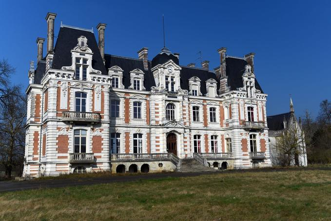 Le château de la Maison Rougé à la Bruère-sur-Loir a été racheté, il devrait devenir aussi un internat.