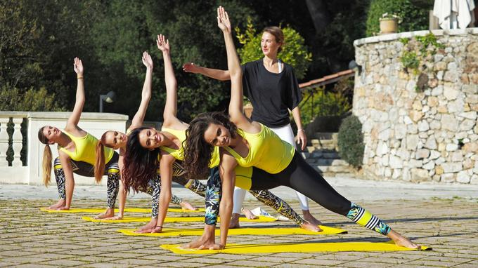 Les filles ont eu la chance de suivreun cours de yoga sur l'immense terrasse de la Villa Domergue. C'est dans ce lieu mythique de Cannes que le jury du Festival délibère. Sharon Stone a même logé pendant l'événement dans cette demeure classée monument historique.