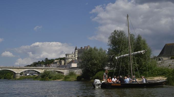 Depuis la Loire, une vue imprenable sur le château d'Amboise.