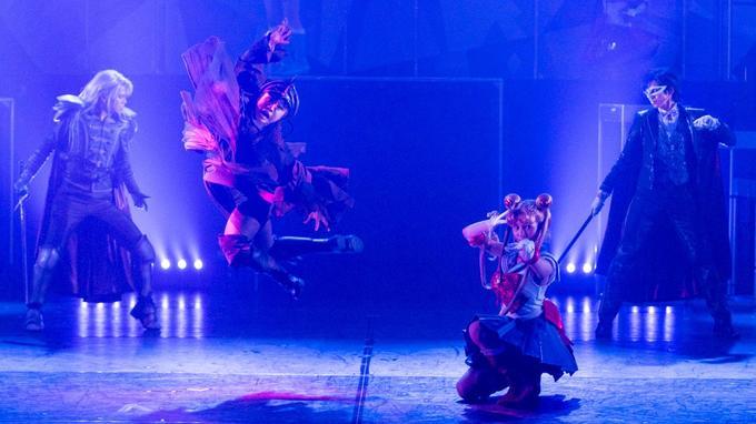 Le spectacle est en japonais mais des sous-titres défileront sur de grands écrans pendant le show