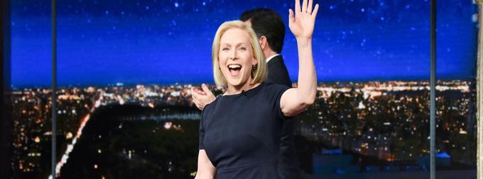 «Je vais briguer la présidence des États-Unis parce que, en tant que jeune maman, je vais me battre pour les enfants des autres aussi durs que je le ferais pour les miens», a déclaré Kirsten Gillibrand sur le plateau du <i> Late Show.</i>