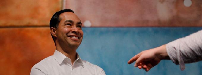 Avec pour slogan «Une nation, un destin», Julian Castro a bâti sa candidature sur sa «success story» personnelle pour séduire l'électorat latino qui avait quelque peu fait défaut à Hillary Clinton.