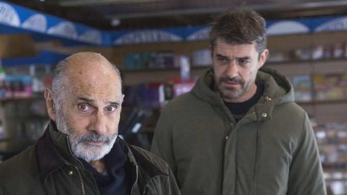 Avec Guy Marchand dans le rôle de son père. © Gilles Scarella / FTV