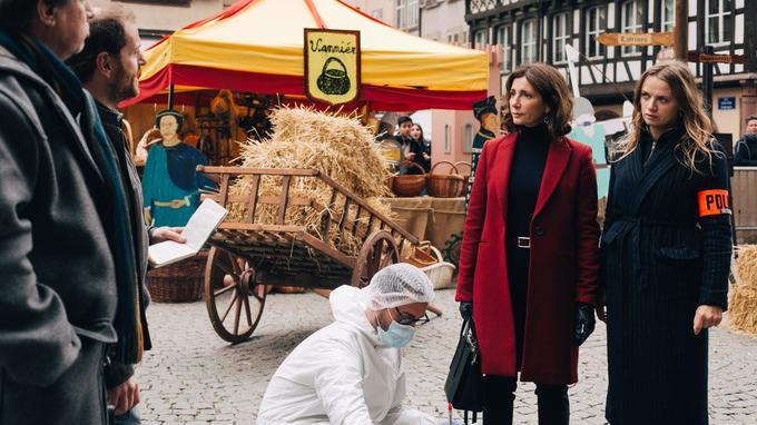Valérie Karsenti et Sara Forestier dans Disparition inquiétante sur France 2.