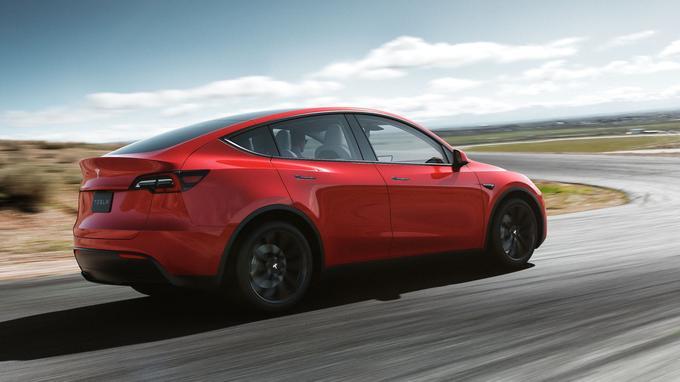 Sièges intérieurs baissés, auxquels s'ajoute le volume du petit coffre avant, le véhicule offre une fort honorable capacité de chargement de 1 900 litres.