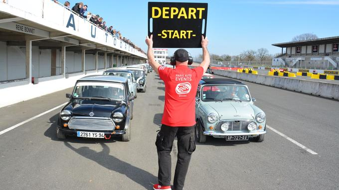 À mi-journée et en fin d'événement, deux parades géantes sont prévues sur la piste.
