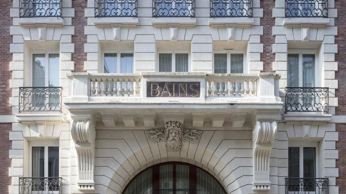 La mythique facade des Bains Douches le célèbre club devenu aussi un hôtel.