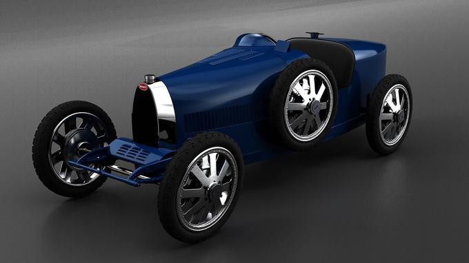 Les roues à huit branches en alliage d'aluminium sont des répliques de celles de la Type 35.