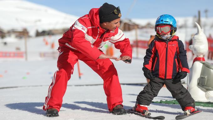 Gratuité pour un deuxième skieur sans distinction d'âge.