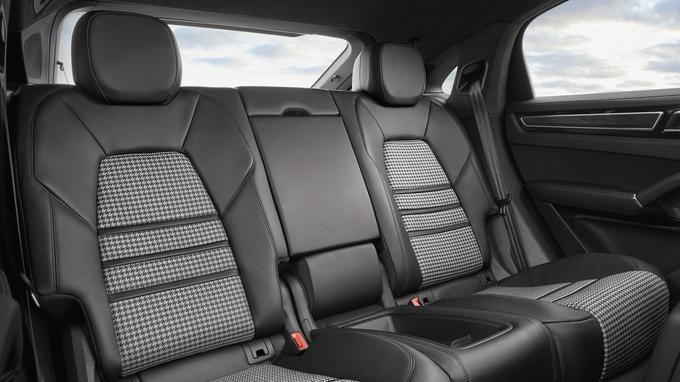 L'espace arrière est disponible en configuration 2 places individuelles ou banquette 2 + 1.