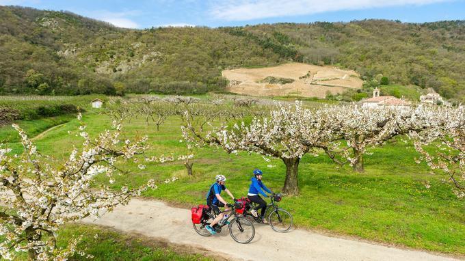 Le parcours privilégie les voies vertes réservées aux cyclistes et les véloroutes à faible circulation automobile.