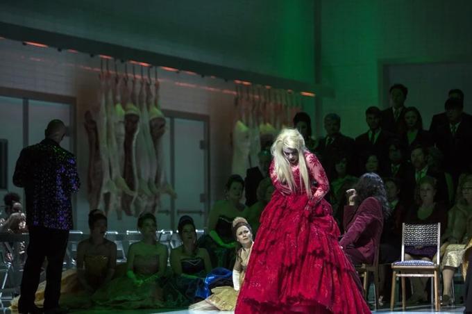 Dénonciation de la violence, de la condition féminine, de la brutalité de la police, l'opéra fut mis à l'index pendant trente ans en URSS.