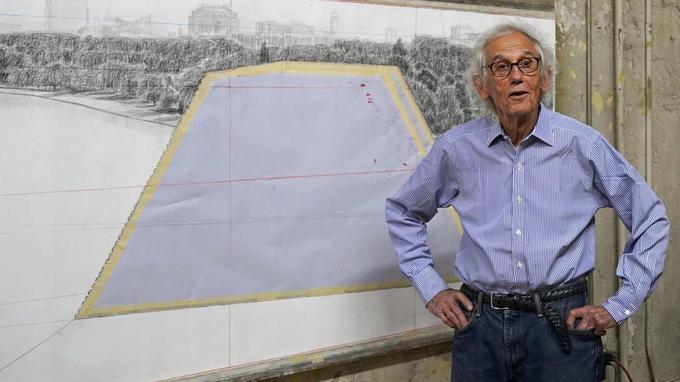 À 83 ans, cet artiste aux projets planétaires, du désert des Émirats aux baies turquoises de Floride, garde un feu sacré incroyable.