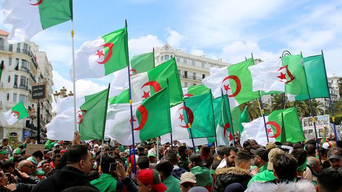Dans les rues d'Alger ce vendredi 12 avril.
