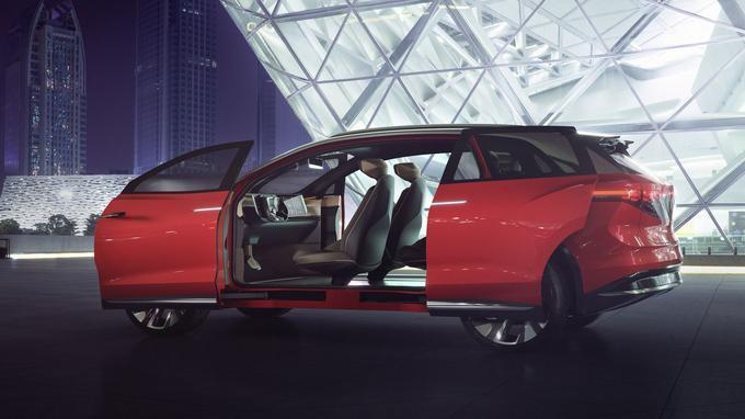La version de série de ce SUV de plus de 4,90 m de long pourra accueillir 7 personnes sur trois rangées.