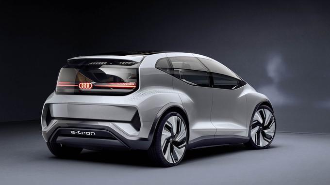 Les galbes du concept AI:ME ne sont pas sans rappeler ceux d'une certaine Audi A2.