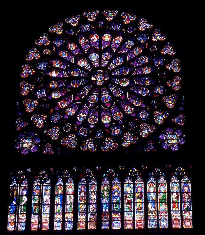La rosace sud ou rose du Midi de la cathédrale de Notre Dame de Paris réalisée en 1260 à la demande de Saint-Louis.