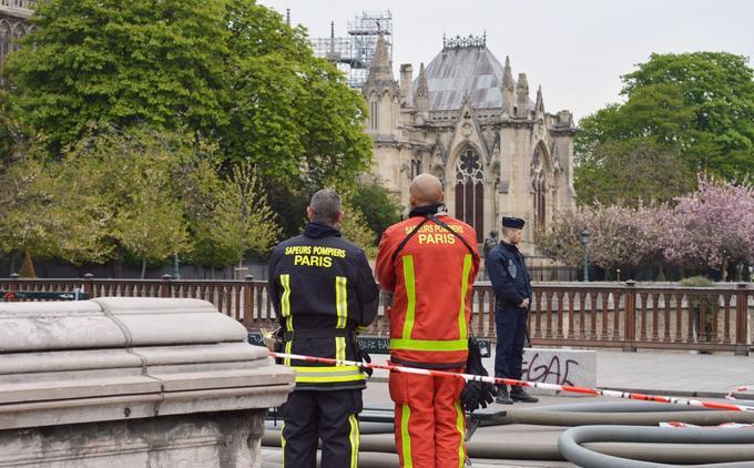 100 pompiers sont encore sur placer ce mardi.