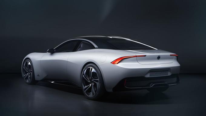Au chapitre des performances, la Revero GT développe 535 ch et 745 Nm de couple.