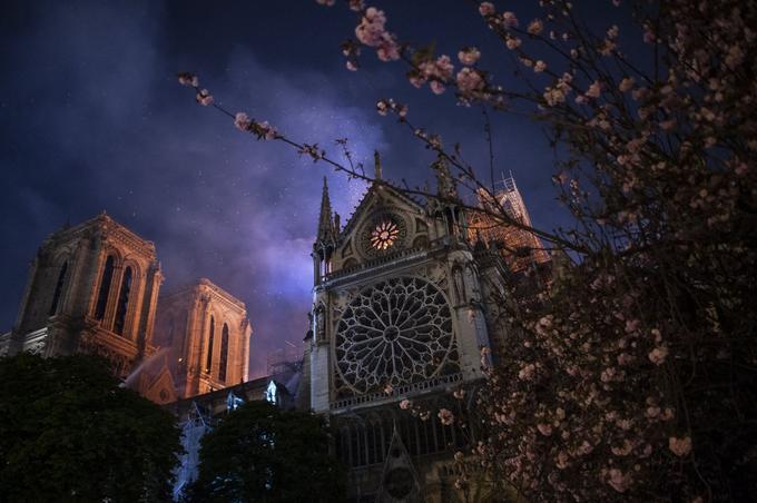 Dans cette nuit de printemps qui ouvrait la Semaine sainte, le chœur de la cathédrale s'est illuminé d'une lumière destructrice. <br/><br/><b>» LIRE AUSSI - <a href=