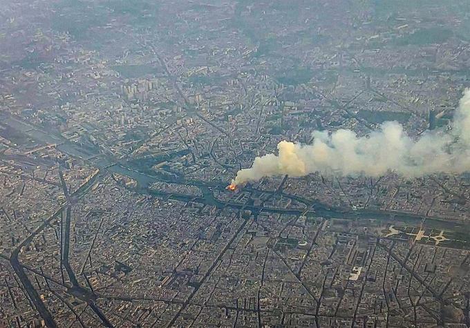 Il est 19h30 et le cœur de Paris est en feu.