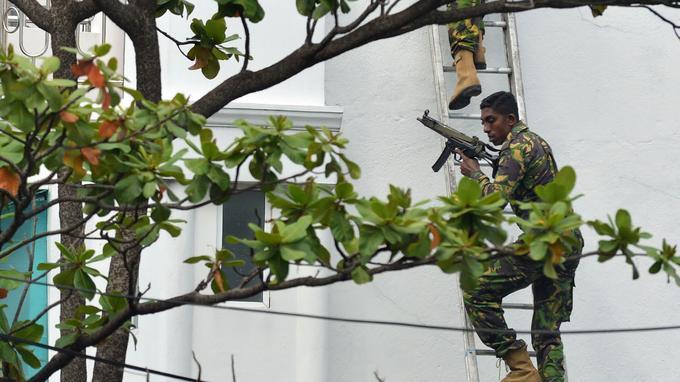 Des forces spéciales sont intervenues ce dimanche dans une maison et ont arrêté au moins sept personnes.