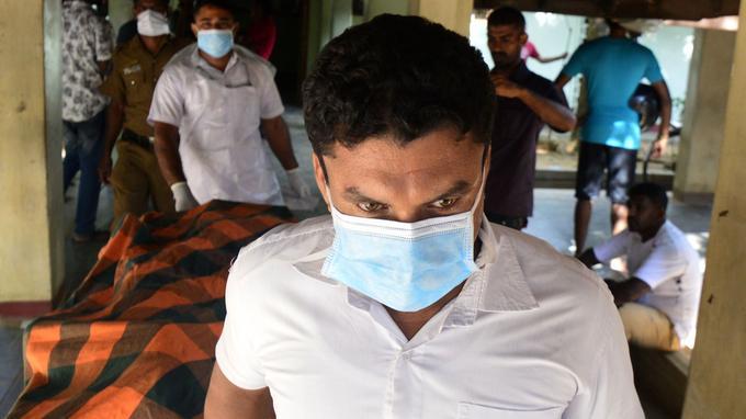 À l'hôpital de Batticaloa où une explosion a soufflé une église.