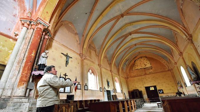 L'église de Jussy-le-Chaudrier, dans le Cher, et son chœur du XIIIesiècle (ici en 2017).