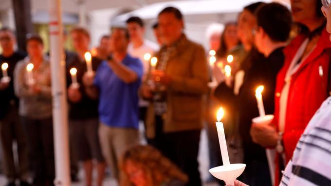 Une veillée d'hommage a eu lieu samdi soir dans une église presbytérienne de Poway.