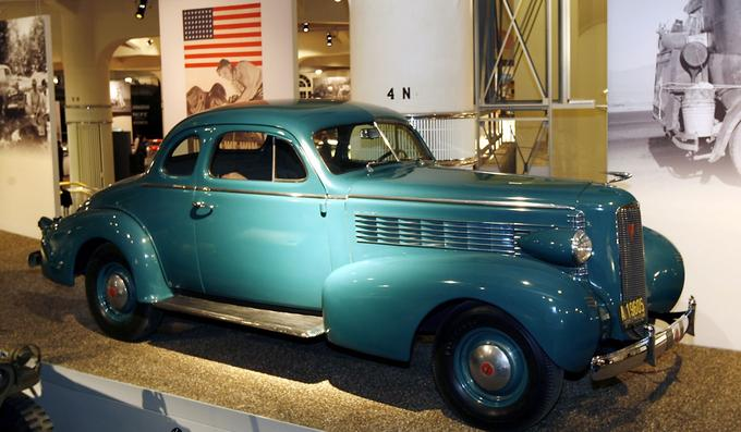 1937 LaSalle Coupe au Henry Ford Museum