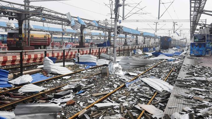 Les dégâts sont considérables à la gare de Puri, ville de l'État d'Odisha à l'est de l'Inde.