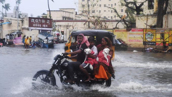 Les inondations sont également importantes après le passage de l'ouragan Fani.