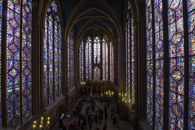 Joyau du style gothique rayonnant, la Sainte-Chapelle est construite à partir de 1241 dans le palais de l'île de la Cité pour abriter les Saintes Reliques acquises par le roi Louis IX, dit Saint-Louis.