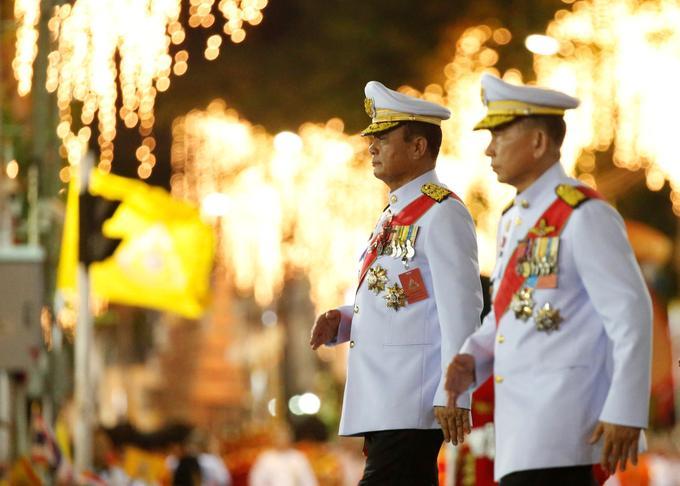 Le chef de la junte le général Prayut Chan-O-Cha a assisté au couronnement du roi de Thaïlande.