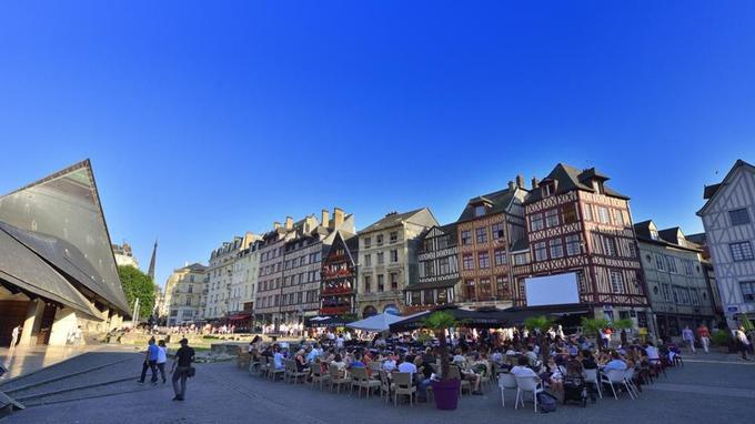 La place du vieux marché, à Rouen.