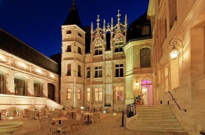 Cour intérieue de l'Hôtel de Bourgtheroulde