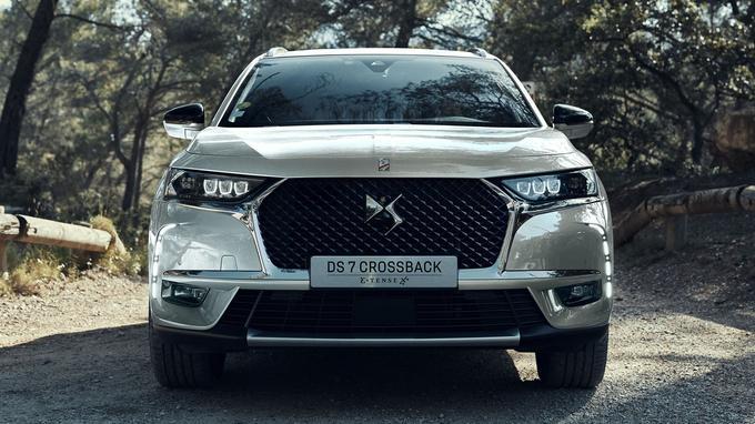 Le DS7 est un hybride rechargeable, qui peut parcourir jusqu'à 58 kilomètres (WLTP) sans brûler une goutte de carburant, grâce à sa batterie de 13,2 kWh.