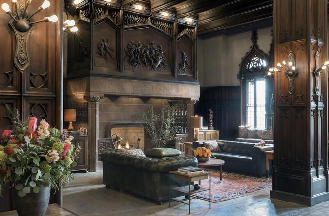 Le salon du premier étage du Chicago Athletic Association, le plus emblématique hôtel de la ville.