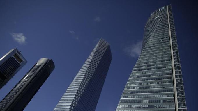 La «Torre Espacio» (à droite) abrite notamment les ambassades de la Grande-Bretagne, du Canada et de l'Australie.