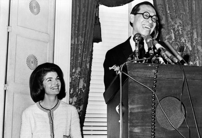 Pei choisi pour dessiner la JFK Presidential Library and Museum à Boston en compagnie de Jackie Kennedy le 13 décembre 1964.