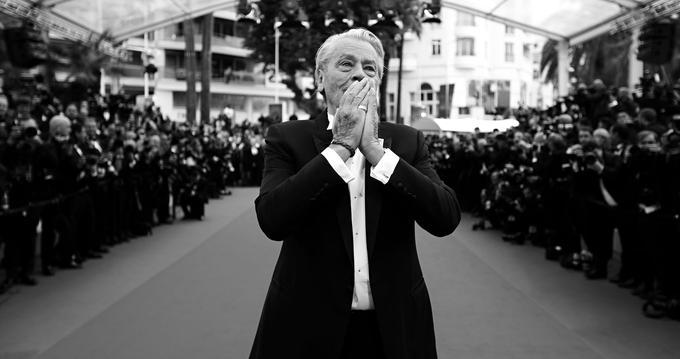 Alain Delon a reçu, dimanche dernier, une palme d'or d'honneur pour sa carrière. «Maintenant, il faut partir et je vais partir», a-t-il lancé, des adieux à ce cinéma qu'il a tant chéri et qui l'a tant aimé.