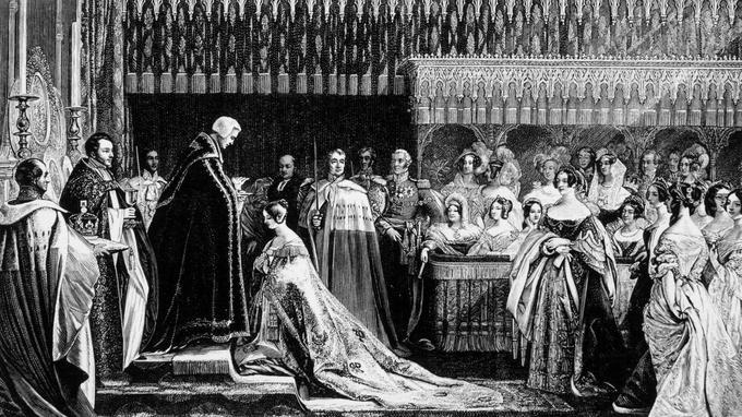 La jeune Victoria, âgée de dix-huit ans, est couronnée le 28 juin 1837 reine de Grande-Bretagne et d'Irlande. Ici elle communie.