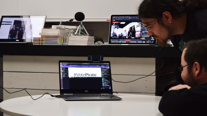 Le meeting est retransmis sur YouTube, Twitch et Facebook.